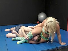 amazon blonde smothers his face 1